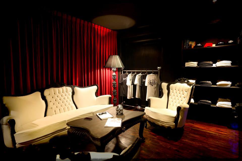 showroom-large